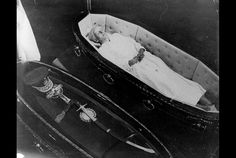 princess diana dead body in hospital Princess Diana Dead, Princess Diana Funeral, Princess Diana Pictures, Funeral Caskets, Grace Kelly Style, Post Mortem, Kate And Meghan, Old Money, British Royal Families