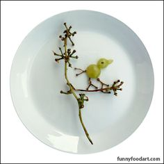 grape bird on branch Cooking With Kids, Fun Cooking, Happy Fruit, Food Crafts, Kids Crafts, Bento Recipes, Bird On Branch, I Cool, Some Recipe