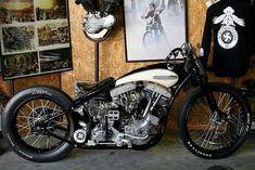 Custom Harley Davidson Shovel.. Harleys arent my fave, but this is pretty cool. #harleydavidsoncaferacer