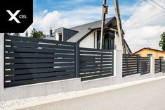 Modern fence with vertical fencing panels in dark grey // Nowoczesne ogrodzenie aluminiowe o układzie poziomym w kolorze grafitowym Aluminum Fence, Modern Fence, Full Moon, Garage Doors, Outdoor Decor, Home Decor, Harvest Moon, Decoration Home, Room Decor
