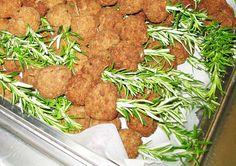 Polpettine su spiedini di rosmarino Tandoori Chicken, Ethnic Recipes, Food, Meal, Essen