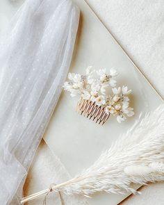 Headpiece available for you  __________________________________ @roandraff.  blomsterdekorasjon blomsterkrans hårpynt bryllup  #bryllup #wedding #hairpiece #dittbryllup #centerpieces #blomster #flowerdecoration