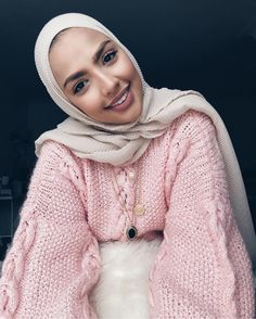 Crinkled Hijab is a beautiful scarf that is stretchy and light. The crinkled design on the scarf adds a sense of movement to the scarf creating an elegant look when wrapped as a hijab Modest Wear, Modest Dresses, Modest Outfits, Cute Outfits, Modern Hijab Fashion, Muslim Fashion, Modest Fashion, Casual Hijab Outfit, Hijab Chic