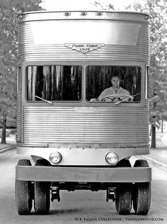 The Fageol 1950 TC CargoLiner – A Trailer Without A Tractor: This wild concept truck put the driver up front and the engine in the middle under the floor. Big Rig Trucks, Semi Trucks, Cool Trucks, Cool Cars, Lifted Trucks, Rolling Coal, Diesel Punk, Diesel Trucks, Strange Cars