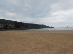Abelas. Una playa fantástica en un día de lluvia. Yo me hubiera bañado, y mi hija también.