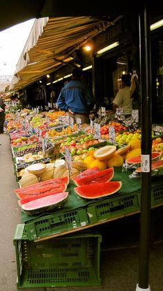 Obststandl am Naschmarkt- Wien...