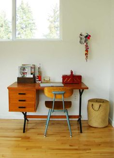similar in shape to the blonde wood desk I will be using for my desk in the office.