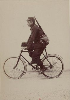 1896: The Gladiator folding bicycle