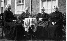 Scheveningse vrouwen in klederdracht , ca. 1960 , Scheveningen / Den Haag by wvandergroef , yeah it's me, via Flickr #ZuidHolland #Scheveningen