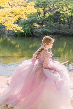 아랑한복pic.twitter.com/H64jsnKYwi Korean Traditional Dress, Traditional Fashion, Traditional Dresses, Boho Aesthetic, Aesthetic Clothes, Nordic Wedding, Korea Dress, Korean Best Friends, Modern Hanbok
