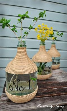 Cheap Decorating Ideas: Make unique vases by wrapping large wine jugs in twine and adding stenciled numbers. Wine Bottle Art, Diy Bottle, Twine Wine Bottles, Empty Wine Bottles, Bottle Box, Bottle Vase, Glass Bottle, Wine Jug Crafts, Jute Crafts