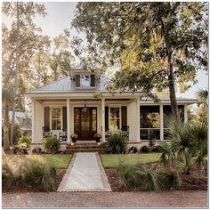Inspiring Farmhouse House Design nice Top Guide of Inspiring Farmhouse House Design Are you wanting to present your house exterior a bit more breezy river porch southern living may get rep. Modern Farmhouse Exterior, Farmhouse Plans, Dream House Exterior, Bungalow Exterior, Bungalow Homes, Cute House, House Goals, Exterior Design, Diy Exterior