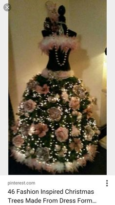 Kerstbuste pink roses and pink boas . Manaquin Christmas Tree, Black Christmas Tree Decorations, Dress Form Christmas Tree, Unusual Christmas Trees, Holiday Tree, Pink Christmas, Christmas Dresses, Shabby Chic Christmas, Victorian Christmas