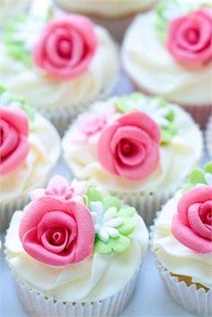 Rose cupcakes #cupcakes #weddingcake #cakes