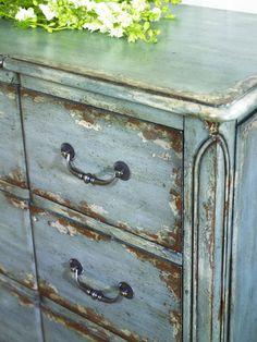 Charmant #interiordesign #hammary #hiddentreasures @Hammary Furniture  Www.meridienmarketing.com Antique Painted