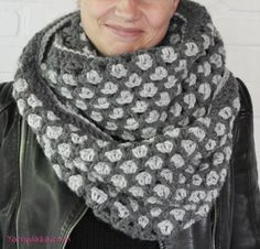Do you want to crochet an infinity scarf this winter? Use this free pattern and make sure you are warm, cosy, and look trendy for the colder days to come!