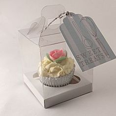 Clear cupcake boxes for 1 cupcake with handle:  #cupcake-boxes  http://www.littlecupcakeboxes.co.uk/cupcakeboxes/clear-cupcake-boxes-for-1-cupcake-with-handle-1754.html