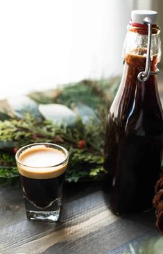 Frothed milk, creamy espresso and sweet, spicy gingerbread syrup are the only things you need to recreate a copycat Starbucks Gingerbread Latte. Almond Cookies, Chocolate Cookies, Hot Chocolate, Coffee Recipes, Apple Recipes, Drink Recipes, Gingerbread Recipes, Gingerbread Houses, Kaffee
