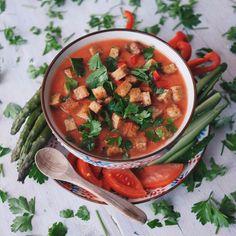Gazpacho (X 6/8 persone) Ingredienti: 1 kg di pomodori maturi e succosi ½…