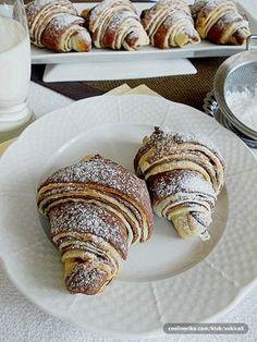 i ekstra fini, ukusni i dekorativni :))))) Puff Pastry Desserts, Sweet Desserts, Sweet Recipes, Baking Recipes, Cake Recipes, Snack Recipes, Dessert Recipes, Bosnian Recipes, Croatian Recipes