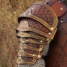 Lederkraft.com Fenir Pauldrons Viking Armor, Larp Armor, Armadura Medieval, Viking Costume, Renaissance Costume, Fantasy Costumes, Cosplay Costumes, Foam Armor, Grandeur Nature