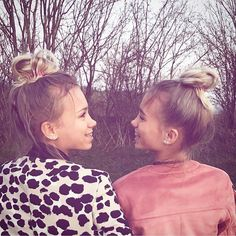 1 m mentions J'aime, commentaires - Lisa and Lena Dream It Do It, Sister Pictures, Sister Pics, Lisa Or Lena, Fotos Goals, Sari, How To Make Shorts, Tumblr Girls, Besties