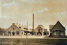 paragraaf 4 - een oude fabriek, er stonden grote machine's en de mensen hadden zwaar, lang werk.