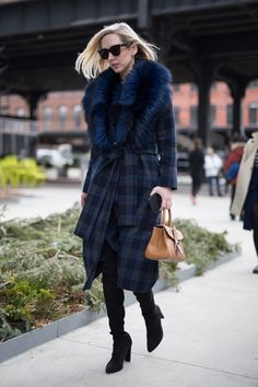 Plaid blue and skinny jeans    For more style inspiration visit 40plusstyle.com
