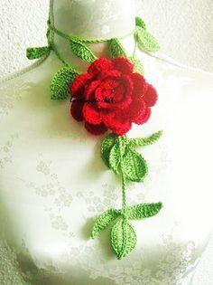 Crochet Jewelry Flower Necklace in green red by Iovelycrochet, Knitted Flowers, Beaded Flowers, Flower Patterns, Crochet Patterns, Crochet Accessories, Flower Necklace, Yarn Crafts, Crochet Projects, Knit Crochet