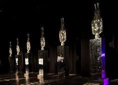 li wei: mirror's hand sculpture