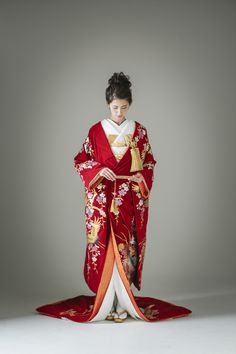 Traditional Japanese Kimono, Traditional Fashion, Traditional Dresses, Japanese Outfits, Japanese Fashion, Asian Fashion, Japanese Geisha, Japanese Wedding Kimono, L5r