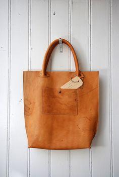 tan leather hobo tote bag.  want.