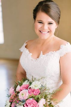 Nashville, TN Wedding | Rachel Moore Photography | Bridal Portraits | Romantic | Bridal Updo | Curly Textured Updo