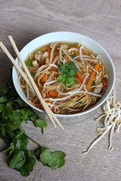 Soupe chinoise gourmande - Bonjour Darling - The Best Dishes Soup Recipes, Vegetarian Recipes, Dinner Recipes, Cooking Recipes, Healthy Recipes, Cuisines Diy, Asian Recipes, Ethnic Recipes, Exotic Food
