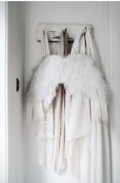 ... ♥ ... I want to make a pair of wings and hang them at Christmas time. Need directions!