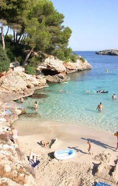 In Cala d'Or – Mallorca. Discover our hotels overlooking t… Cala Esmeralda beach. In Cala d'Or – Mallorca. Discover our hotels overlooking this natural beauty. Places To Travel, Travel Destinations, Places To Visit, Deia Mallorca, Mallorca Beaches, Voyage Europe, Photos Voyages, Beach Hotels, Spain Travel