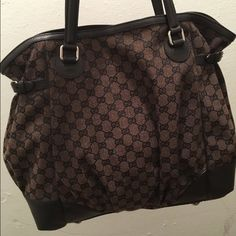 Gucci Tote Like new condition Gucci tote bag. Comes with gucci shopping bag, no dust bag. Gucci Bags Shoulder Bags