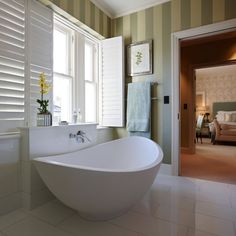 White en-suite bathroom with green stripe wallpaper
