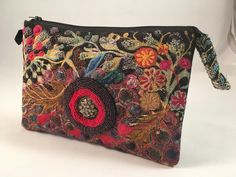 Embroidery Designs Ideas Small clutch, machine stitched and beaded Machine Embroidery Patterns, Embroidery Stitches, Embroidery Designs, Contemporary Embroidery, Modern Embroidery, Textiles, Embroidered Bag, Beaded Bags, Fabric Manipulation