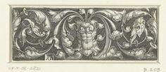 Heinrich Aldegrever   Fries met borstkuras tussen bladranken, Heinrich Aldegrever, Georg Pencz, 1512 - 1560   Ornament met een borstkuras tussen bladranken die links uitlopen in een masker en rechts in een schedel van een dier.