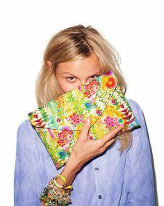 Arm party + floral clutch = YAS