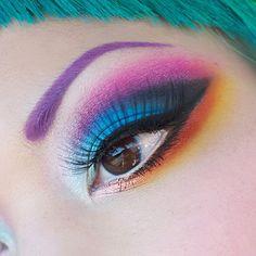 Luv the aqua green hair, purple brow, pink-gray-blue shadow, & black eyeliner & on the bottom black eyeliner, plus orange & yellow eyeshadow