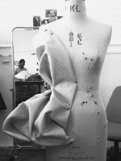 Draping on the Stand - fabric manipulation; sewing; couture fashion design; pattern making // Katie Wilcox at Fashion Feud