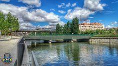 Caminando nos encontramos la pontona norte de puente de Toledo y el paso rodado y detrás vemos el estadio Vicente Calderón. Madrid, Spain.  #madrid #madridrio #españa #spain #puente #bridge #estadio #stadium