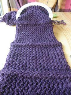 voici une vidéo pour démarrer en tricot ouvert ici vous allez tricoter en aller retour ( c'est a dire que vous ne fermer pas votre tricot) ...