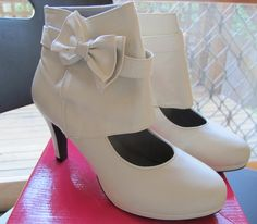 Bow-tie booties-would love in a different color!