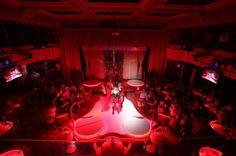 Mit persönlichem Guide ins Nachtleben Geführte Gold Fingers VIP Strip Club & Cabaret Tour Prag ist berühmt für das einzigartige Nachtleben und die wunderschönen Frauen. Was damit jetzt gemeint ist? Lassen Sie sich von einem Guide in einen der besten VIP Strip & Cabaret Club Prags führen - den Goldfingers VIP Strip Club!