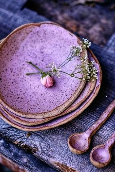 Ceramics for your everyday rituals - - Small bowls for small bites like soups, salads, and desserts. Ceramic Clay, Ceramic Plates, Ceramic Pottery, Ceramic Texture, Creation Deco, Earthenware, Clay Art, Diy Home Decor, Dishes