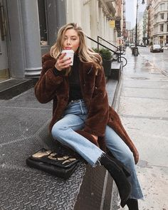 40 Best Street Style Looks for Winter Fashion - Gucci Makeup - Ideas of Gucci Makeup - Sit still look pretty Mode Outfits, Fashion Outfits, Fashion Trends, Fashion Clothes, Fashion Ideas, Jeans Fashion, Fashion Boots, Outfits 2016, Fashion Bloggers
