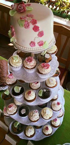 Cup Cake Torte mit Anschnitttörtchen in Fondant